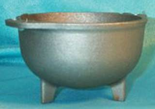 Cast Iron Cauldron 3 1/2 dia 8 oz